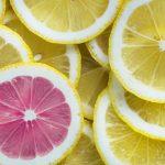 一つだけ色の違うレモン